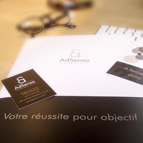 Réalisation d'une plaquette, des cartes de visite et des cartes de voeux pour AdSenso pour leur communication corporate